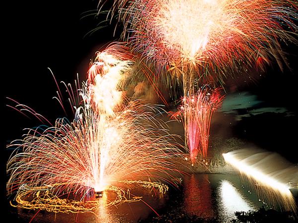 堂ヶ島火祭り花火大会のご案内